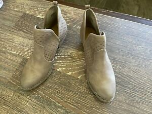New Report Women's Davidson Cut Out Ankle Bootie Shoe Taupe Size 8.5