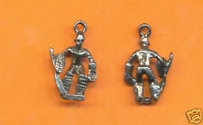 20 wholesale  pewter hockey player charms 1079