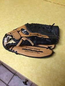 Louisville Slugger LP1350 Softball Glove 13.5 Inches