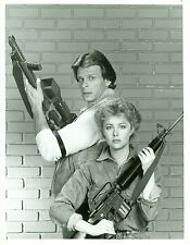 FAYE GRANT MARC SINGER V THE VISITORS PORTRAIT HOLD M16 ORIG 1984 NBC TV PHOTO