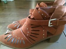 Ladies shoe  boots, tan size 8 never worn £15.00 Boo Hoo really pretty,