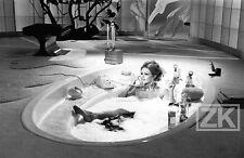 BRIGITTE BARDOT Deville Companeez L'OURS & la POUPEE Bain Téléphone Photo 1969