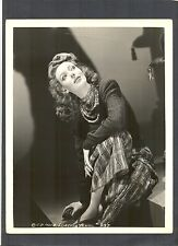 BEAUTIFUL LORETTA YOUNG - ARTISTIC PORTRAIT - 70 YEAR ACTING CAREER !