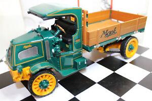 Franklin Mint 1:32 Scale 1916 MACK AC BULLDOG (GREEN) (NO SHIPPER BOX)