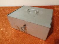 Antiguo Metal Dinero Estuche/Caja de Caudales/Caja - con Moneda y Tazón
