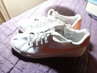 NIKE UK 6 EU 40 WHITE LEATHER LACE UP TRAINERS LEFT INSOLE ABSENT
