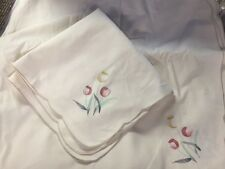 Set of 12 Vintage Scalloped Edge Embroidered Corner Ivory Cotton Napkins NOS