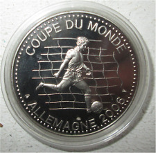 MEDAILLE EN MÉTAL ARGENTÉ COUPE DU MONDE FOOT-BALL ALLEMAGNE 2006