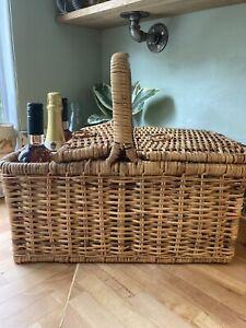 Sturdy Wicker Picnic Basket / Hamper with Wine Bottle Holder - Possibly Harrods?