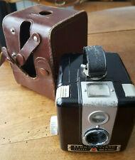 Ancien appareil photo Brownie flash camera Kodak en etui cuir