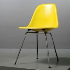 1 von 2 Fiberglass Sidechair Charles & Ray Eames Vitra Herman Miller yellow gelb