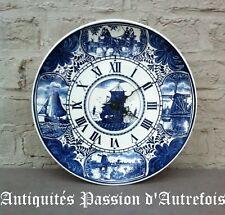 B20171028 - Grande ( 33,5 cm ) horloge en faïence de Delfts - Mouvement à pile
