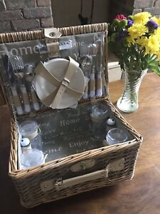 Brand New Luxury 4 Person Wicker picnic basket Set Hamper Mother's Day Gift