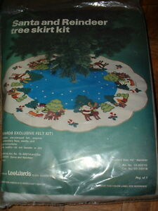 "Vintage LeeWards 42"" Santa and Reindeer Tree Skirt Felt Kit 15-40210"