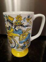 Royal Crown Smug Mugs Summer Time White Pedestal Yellow Blue Design #3051