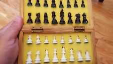 BEAUTIFUL TRAVELING CHESS SET COMPLETE WITH 32 CHESSMEN & FOLDING BOARD/CASE