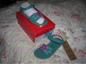 NEUVES 26 KICKERS CUIR  sandales REGLABLES LARGEUR chaussures fille   1