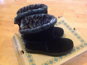 Beautiful Ladies/girls Size 3 Skechers Fur Boots, New Shop Clearance