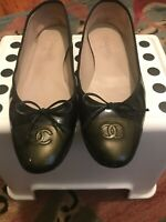 CHANEL Ballet Flats in Black with Olive Toe Patent Leather CC Logo size 42/11.