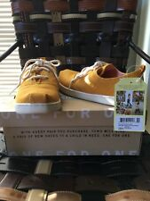 TOMS youth 4 (Women 6) Lumin Sneakers in Sunflower Heritage Canvas