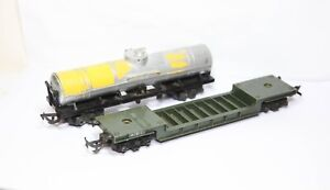 Triang R118 Bogie Well Freight Wagon & Triang R117 Yellow Oil Tanker - OO Gauge