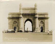 STREET SCENE GATEWAY OF INDIA IN MUMBAI/BOMBAY & ORIGINAL ca 1929 SNAPSHOT PHOTO