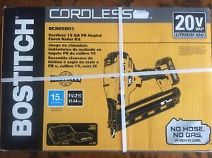 Bostitch 2.5-in 15-Gauge 20-Volt Cordless Finish Nailer BCN650D1 - NEW