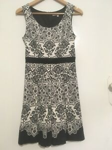 REVIEW black/white floral sleeveless dress w bow 8