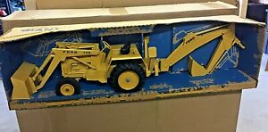ERTL 1:12 GIANT 755 FORD BACKHOE #820 NEW IN VERY DISTRESSED BOX FROM THE 70s