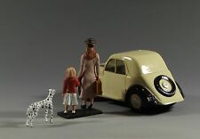 1/30 World War 2 Europe Civilian Car Fiat Topolino with Mother and Daughter