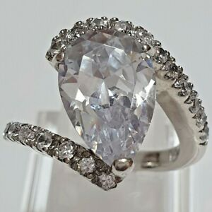 A stunning Vintage 925 Sterling Silver Ring with Genuine CZ (Hallmarked)