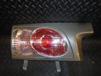 2005 TOYOTA ESTIMA 2.4 HYBRID PASSENGER SIDE INNER REAR BOOT LID LIGHT 28-148L