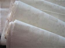 Grand métrage damassé pour douze serviettes.