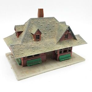 HO Scale Vintage Model Train Lay Out Weathered / Used Look & Detailed Building
