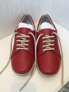 LADIES PADDERS DUAL FIT SYSTEM JESSICA RED LEATHER FLAT LACE UP SHOES, SIZE 6.5