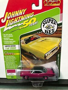 1/64 JOHNNY LIGHTNING CLASSIC GOLD 1970 DODGE CORONET SUPER BEE PANTHER PINK