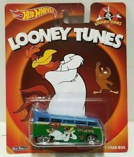 2013 Hot Wheels Looney Tunes Volkswagen T1 Drag Bus Real Riders!