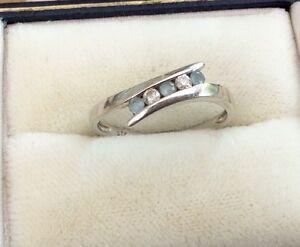 Fabulous Ladies 9ct White Gold Diamond & Blue Topaz Ring