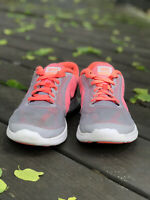 Nike Revolution 3 Girls Size 7Y Gray And Coral Running Training Shoes