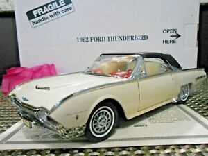 Danbury Mint 1:24 1962 Ford Thunderbird Sports Roadster White W/ Title