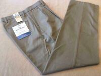 DOCKERS Signature Khaki D4 Relaxed Fit Pleated Front Pants 32x30 British Khaki