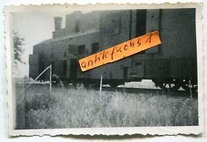 Foto : Eisenbahn-Panzerzug mit gepanzerter Lokomotive in Rußland im 2.WK