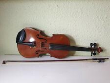 Alte Geige + Geigenbogen gemarktet