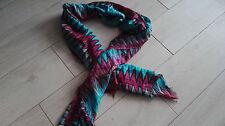 Schal bunt rot blau grau Tuch Assesoires styling hübsch elegant zu Jacke Pulli