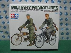 Vintage - German Soldier With Bicycles - 1/35 Tamiya 35240