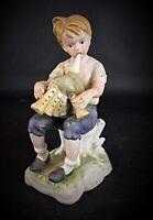 """Ancienne statuette en biscuit porcelaine """"Garçon jouant de la cornemuse"""""""