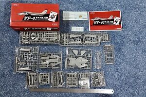 Great Wall Hobby 1:72 F-14A Tomcat VF41 Black Aces kit #S7202