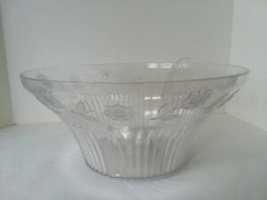 """Regaline 1704 Acrylic Punch Bowl and Ladle 8 qt 14"""" D 6 1/2"""" Tall"""