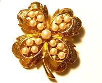 TRUE VINTAGE Pearl Golden Shamrock Four Leaf Clover Pin Costume Jewelry JVJ09