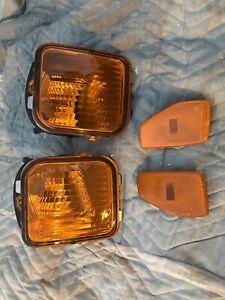 2006-2010 Hummer H3 OEM Front Parking Corner Lights 16532638 & Side Reflectors